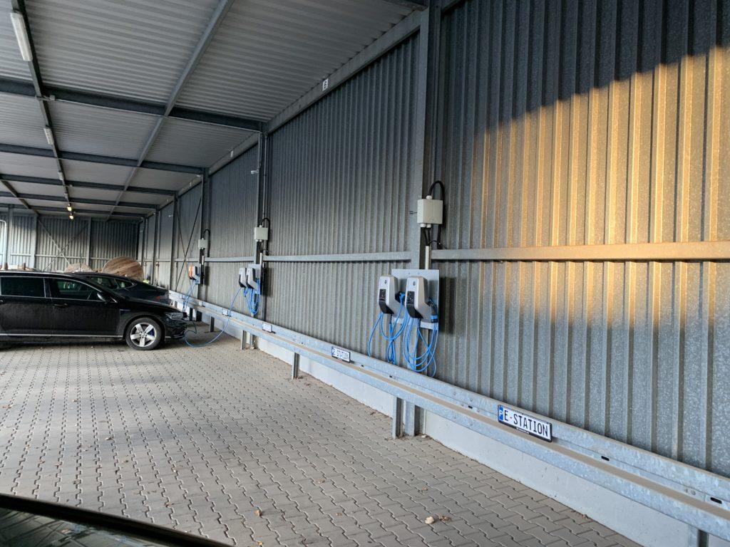 Elektroladestaion an Parkplätzen